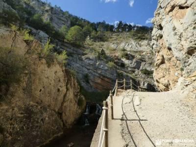 Albarracin y Teruel; atazar mochila de acampar sendero vertical rutas senderismo albarracin